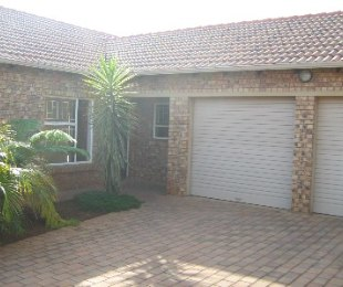 R 1,200,000 - 3 Bed House For Sale in Theresapark