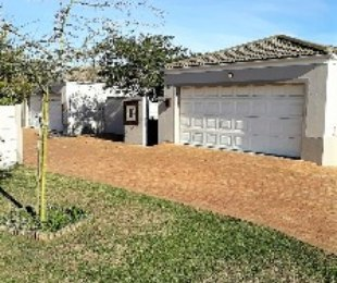R 2,099,000 - 3 Bed House For Sale in Sonstraal Heights