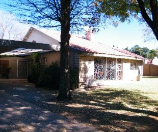 R 2,400,000 - 5 Bed House For Sale in Flamingo Park