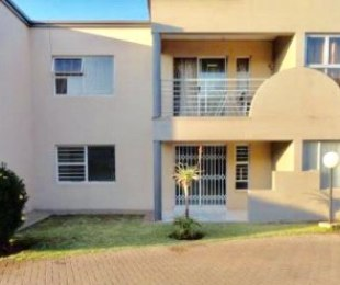R 595,000 - 2 Bed Property For Sale in Malvern East
