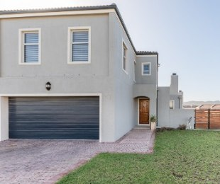 R 3,050,000 - 3 Bed House For Sale in Durbanville