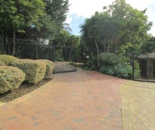 R 3,370,000 - 4 Bed House For Sale in Vergesig