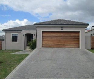 R 2,850,000 - 3 Bed House For Sale in Durbanville