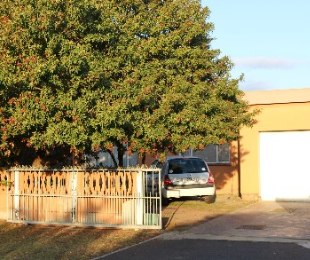 R 1,220,000 - 3 Bed House For Sale in Peerless Park East