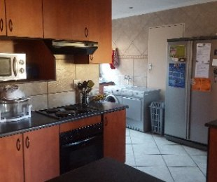 R 1,175,000 - 3 Bed House For Sale in Theresapark