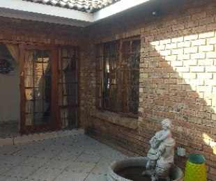 R 1,175,000 - 3 Bed Home For Sale in Theresapark