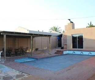 R 2,495,000 - 4 Bed House For Sale in Bothasig