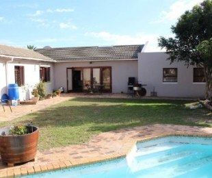 R 2,499,000 - 3 Bed House For Sale in Bothasig