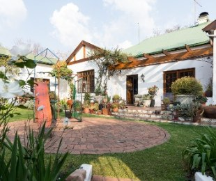 R 4,975,000 - 4 Bed House For Sale in Parktown North