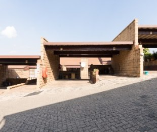 R 699,000 - 2 Bed Apartment For Sale in Robin Hills