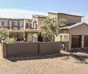 R 2,695,000 - 3 Bed Property For Sale in Eagle Canyon Golf Estate