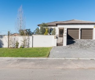 R 2,050,000 - 3 Bed House For Sale in Langeberg Heights