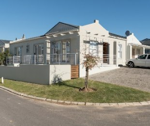 R 1,450,000 - 3 Bed House For Sale in Stellenbosch