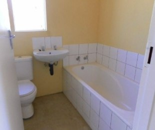 R 3,000 - 2 Bed House To Rent in Protea Glen