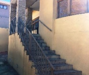 R 1,100,000 - 3 Bed House For Sale in Mayfair West