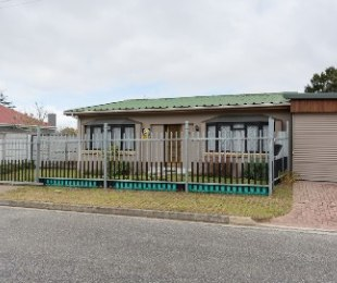 R 1,350,000 - 4 Bed House For Sale in Bo Dorp