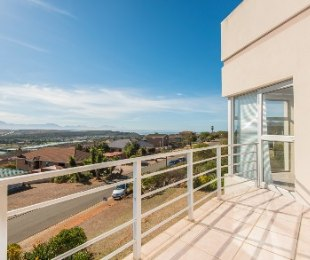 R 2,195,000 - 3 Bed Property For Sale in Mossel Bay