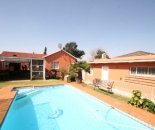 R 899,000 - 3 Bed House For Sale in Malvern