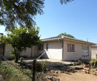 R 300,000 - 3 Bed House For Sale in Reitzpark