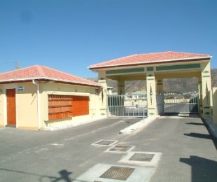 R 695,000 - 2 Bed Property For Sale in Gordon's Bay