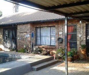 R 1,200,000 - 4 Bed Property For Sale in Hesteapark