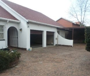 R 12,000 - 3 Bed House To Rent in Sonneglans