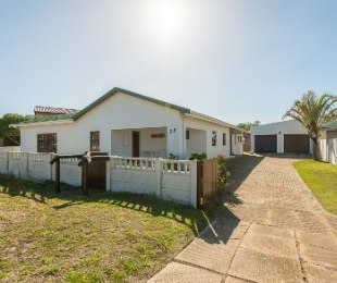 R 1,800,000 - 3 Bed Property For Sale in Still Bay