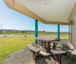 R 6,350,000 - 4 Bed Property For Sale in Still Bay