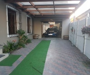 R 920,000 - 4 Bed House For Sale in Blackheath