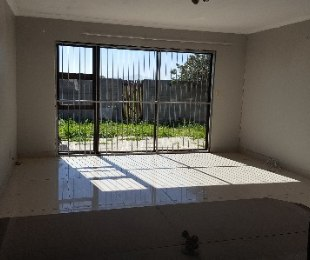 R 1,300,000 - 2 Bed House For Sale in Table View
