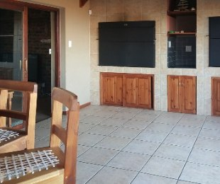 R 2,940,000 - 6 Bed Property For Sale in Hartenbos