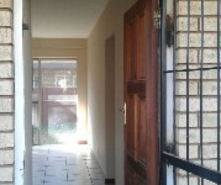R 4,000 - 1 Bed Flat To Rent in The Orchards