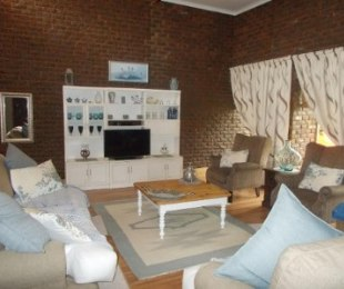 R 1,635,000 - 4 Bed House For Sale in Theresapark