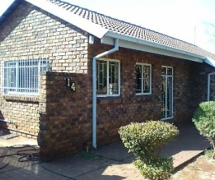R 1,390,000 - 4 Bed Home For Sale in The Orchards