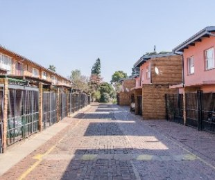 R 575,000 - 2 Bed House For Sale in Dorandia