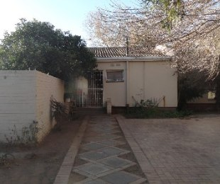 R 599,000 - 3 Bed House For Sale in Flamingo Park