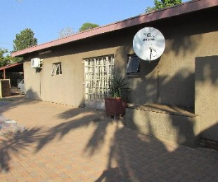 R 1,350,000 - 5 Bed House For Sale in Dorandia