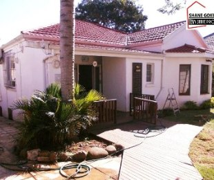 R 2,100,000 - 3 Bed Property For Sale in Essenwood