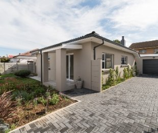 R 2,300,000 - 3 Bed Property For Sale in Strand North