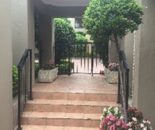 R 740,000 - 1 Bed Property For Sale in Lonehill