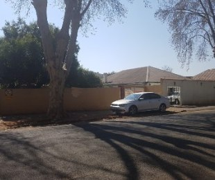 R 890,000 - 3 Bed House For Sale in Bezuidenhout Valley