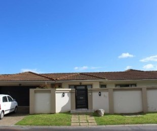 R 2,490,000 - 4 Bed House For Sale in Durmonte
