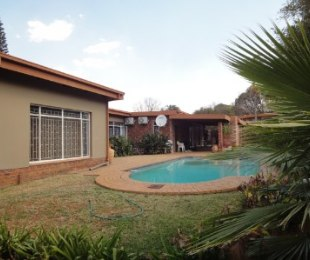 R 2,050,000 - 4 Bed House For Sale in Die Wilgers