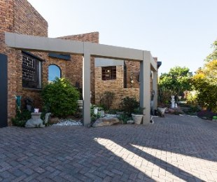 R 2,250,000 - 3 Bed House For Sale in Roodekrans