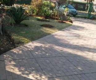 R 1,350,000 - 5 Bed Home For Sale in Pretoria North