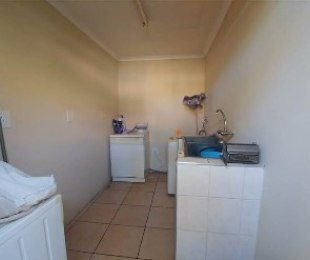 R 6,000 - 2 Bed House To Rent in Turffontein