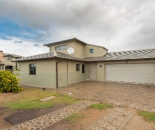 R 2,550,000 - 3 Bed House For Sale in Hartenbos