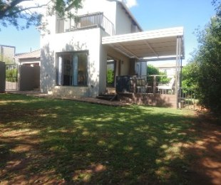R 2,494,000 - 3 Bed Property For Sale in Eagle Canyon Golf Estate