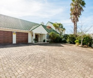 R 2,900,000 - 3 Bed House For Sale in King George Park