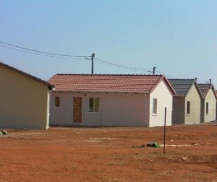R 2,700 - 2 Bed Home To Let in Protea Glen